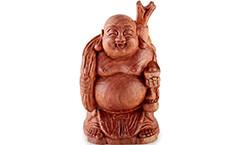 Вырезана скульптура смеющегося Будды Хотея (фото)